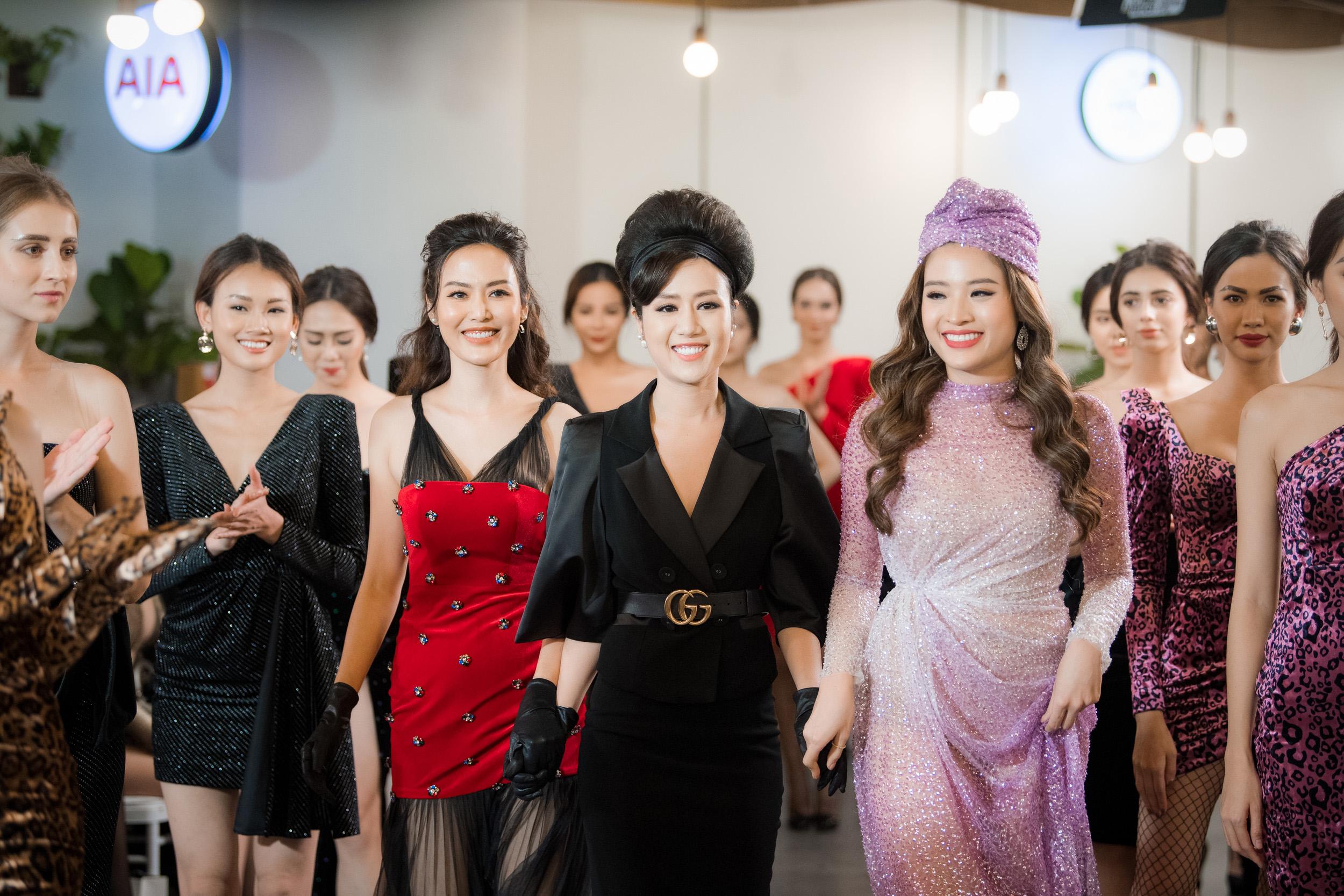 """Bộ sưu tập dạ hội mới nhất mà NTK Linh Nguyễn có tên gọi """"A Star is born"""". Sử dụng các chất liệu cao cấp như: Tơ lụa, satin, organza… pha trộn đầy ngầu hứng để tạo nên những thiết kế rực rỡ, quyến rũ, thanh lịch, nhà thiết kế mong rằng bộ sưu tập sẽ khiến những cô gái trở thành ngôi sao rực rỡ, quyến rũ với người đối diện."""