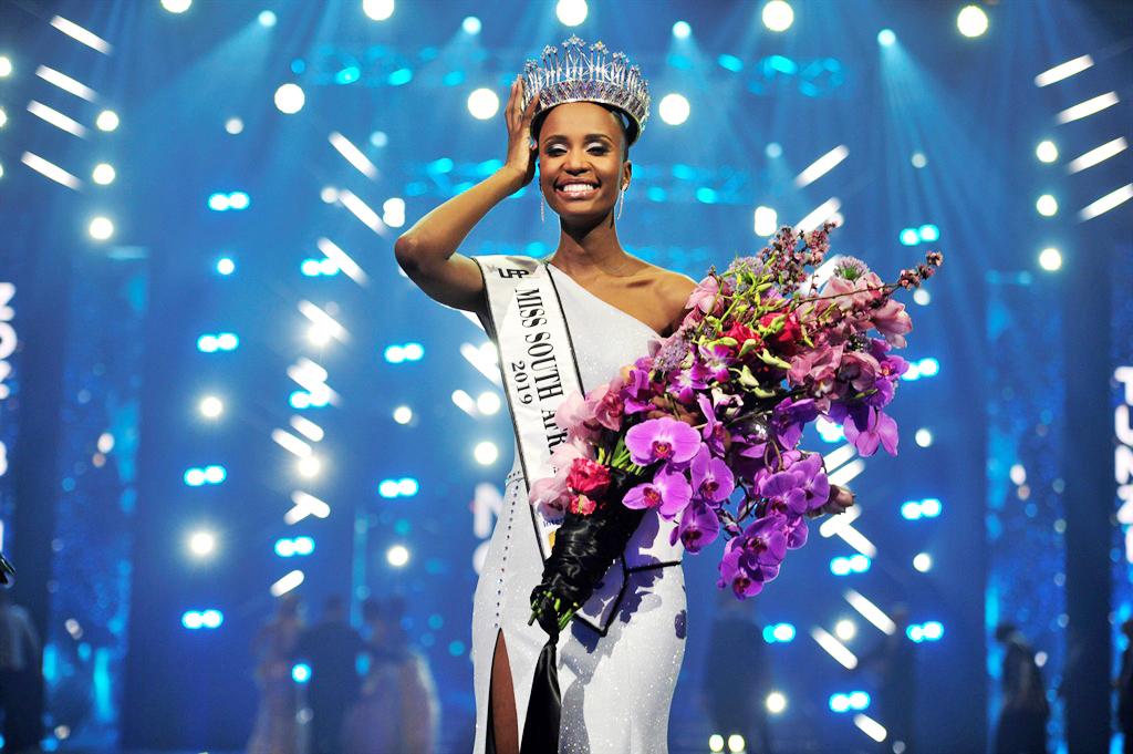 Có một diều đáng nhớ, ngày Zozibini Tunzi nhận vương miện cũng chính là ngày phụ nữ ở Nam Phi (9/8)