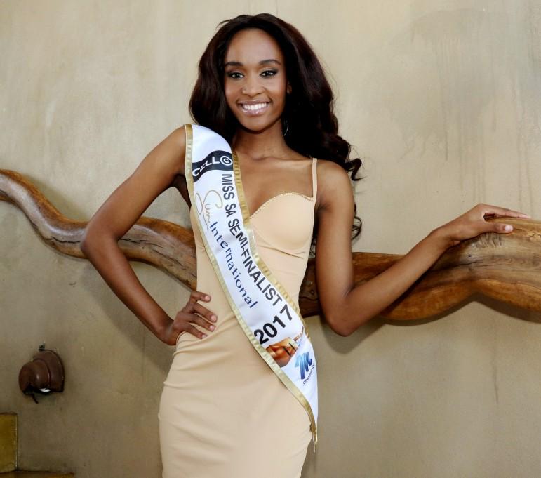 Năm 2017, với mái tóc dài, Zozibini Tunzi từng dự thi Hoa hậu Nam Phi nhưng không thành công
