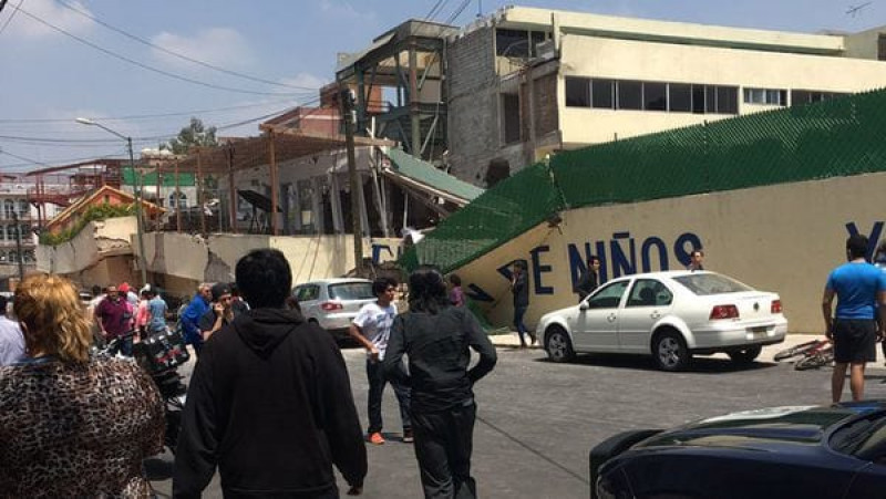 Theo Trung tâm Thăm dò địa chất Mỹ, trận động đất có cường độ 7,1 Richter xảy ra ít giờ sau khi nhà chức trách tiến hành cuộc diễn tập cứu hộ sau động đất, đã gây đổ nát ở khu vực trung tâm và phía Nam thủ đô. Tâm chấn nằm ở độ sâu 51 km tại bang Puebla, miền Trung Mexico.