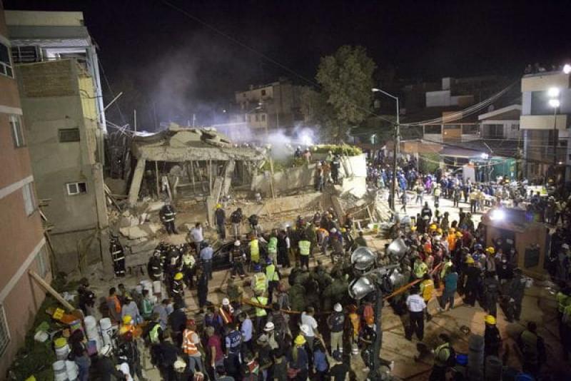 Phát biểu trên truyền hình, Thứ trưởng Giáo dục Javier Trevino nêu rõ vụ sập trường học tại khu vực Coapa đã khiến 25 người thiệt mạng, trong đó có 21 trẻ em. Tổng thống Mexico Enrique Pena Nieto xác nhận hiện còn 30 trẻ em và 12 người lớn mất tích.