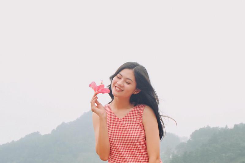 Khác với hình ảnh lộng lẫy trên sân khấu, những bức ảnh ngộ nghĩnh, đáng yêu của Vũ Hương Giang trong đời thường cho thấy hình ảnh của Miss Photo 2017 đúng với lứa tuổi của mình.