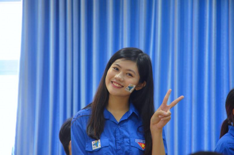 Xì-tin trong màu áo xanh tình nguyện