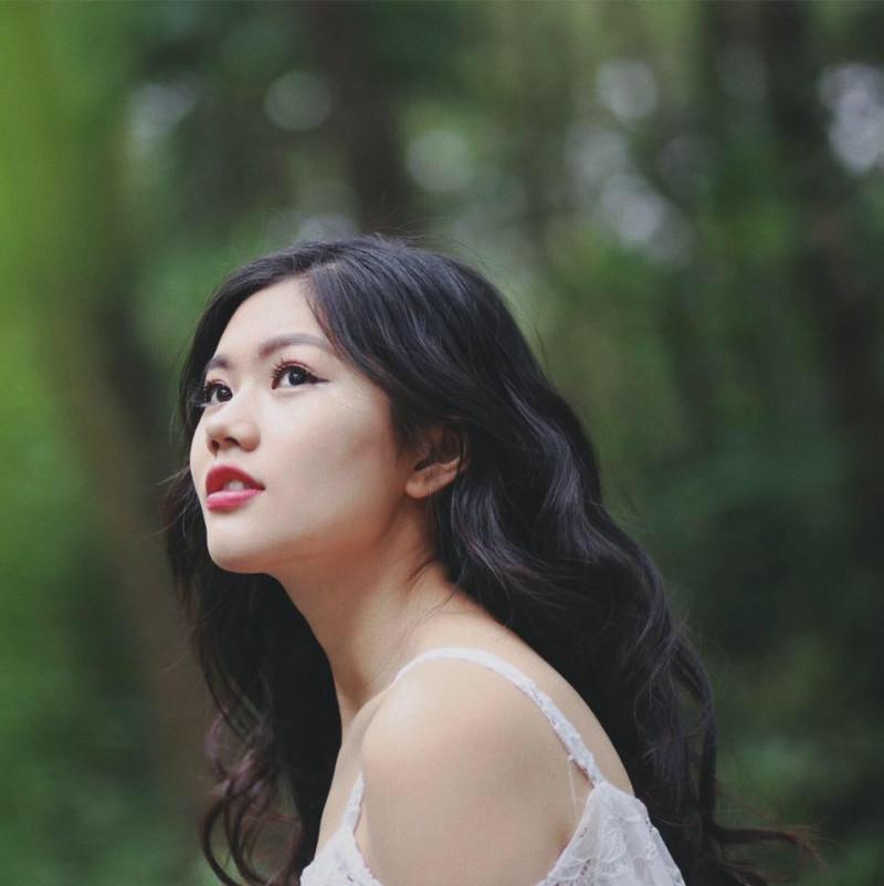 Vũ Hương Giang cho biết, cô rất tự hào mình là người con gái đất Cảng, là con cháu của nữ tướng Lê Chân và hạnh phúc khi vẫn giữ được nét dịu dàng nhưng cũng rất mạnh mẽ