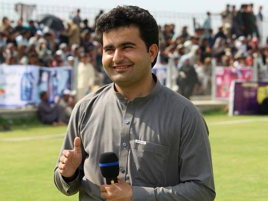 """Ahmad Shah, một phóng viên của hãng tin BBC và Reuters, cũng đã bị bắn chết tại tỉnh Khost ở miền đông Afghanistan ngày 30/4.  Theo một cơ quan phụ trách việc đảm bảo an ninh cho các nhà báo ở Afghanistan, có ít nhất 80 phóng viên, nhân viên truyền thông đã thiệt mạng tại đây từ năm 2001 tới nay. """"Những vụ tấn công như thế này cho thấy môi trường làm việc (dành cho nhà báo) đang rất nguy hiểm"""