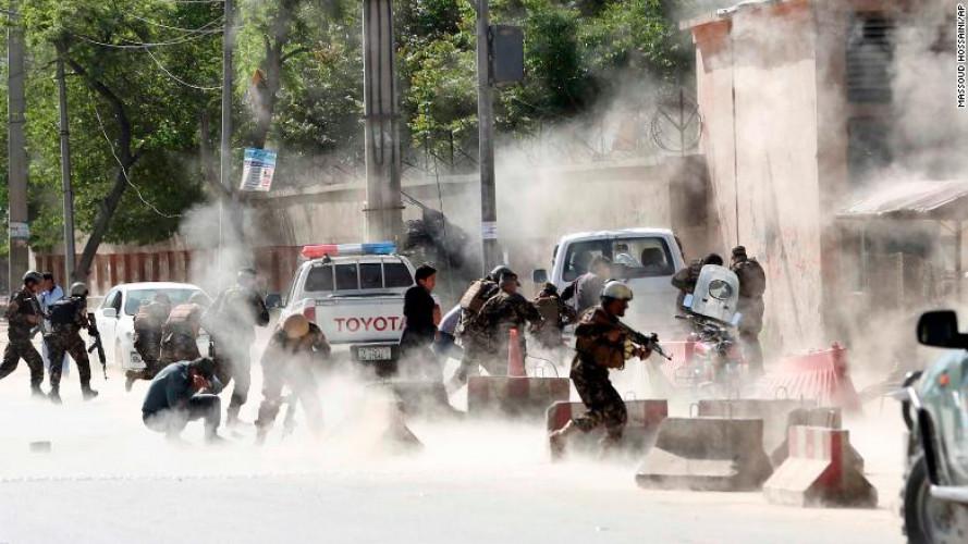 Ngày 30/4, một kẻ đánh bom tự sát lái xe mô tô vào khu vực Shashdarak và kích hoạt quả bom đầu tiên ngay tại tòa nhà của cơ quan tình báo Afghanistan. Kẻ thứ hai lẩn vào đám đông và kích nổ quả bom khi khu vực đang rất đông người. Tổng cộng 36 người chết và hơn 50 người bị thương sau 2 vụ đánh bom liều chết. Vụ tấn công xảy ra tại khu vực an ninh nghiêm ngặt với nhiều trụ sở của các phái đoàn ngoại giao.