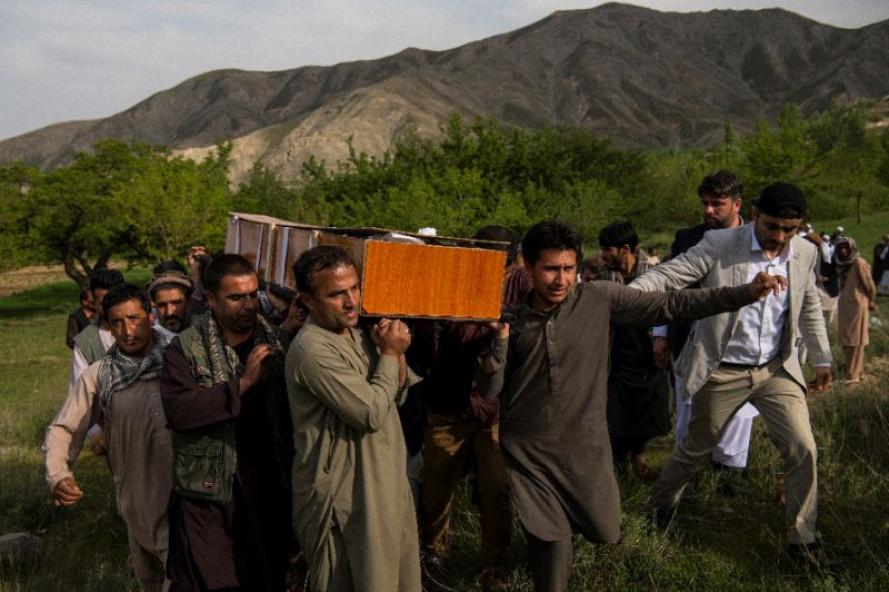 Cùng ngày, một vụ tấn công khủng bố khác nhằm vào một đoàn xe của Tổ chức Hiệp ước Bắc Đại Tây Dương (NATO) tại tỉnh Kandahar cũng đã cướp đi sinh mạng của 11 học sinh, đồng thời gây hư hại một trường Hồi giáo gần đó.