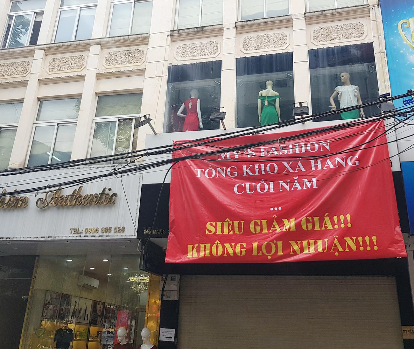 Một cửa hàng thời trang trên phố Hàng Cót sau