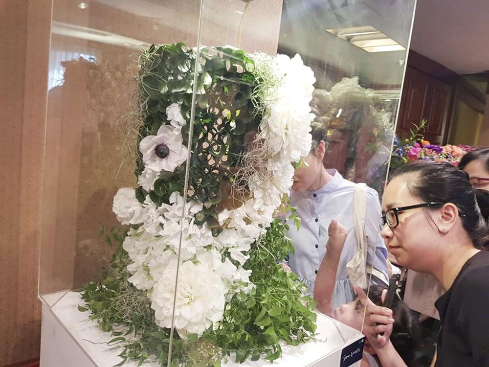 Những tác phẩm được tạo từ hoa tươi Nhật Bản đã thu hút sự quan tâm của nhiều chị em.