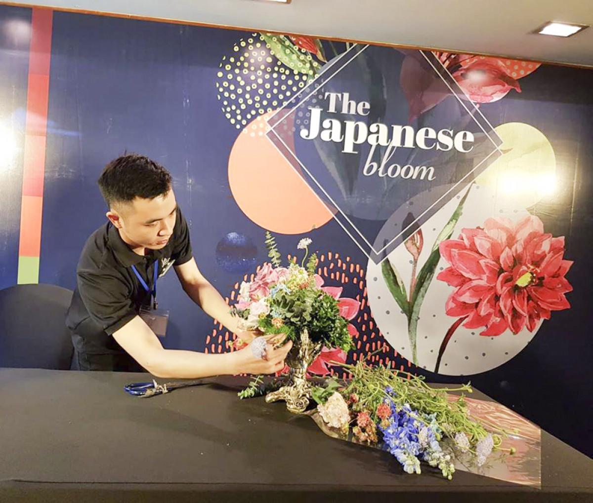 Những tác phẩm được trưng bày tại triển lãm được áp dụng kỹ thuật cắm hoa hiện đại, sáng tạo, mang đến nhiều bất ngờ, thú vị.