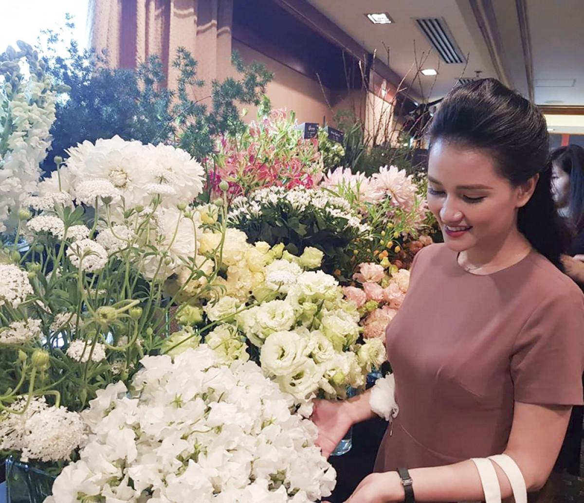 The Japanese Bloom là triển lãm hoa tươi Nhật Bản có quy mô lớn nhất tại Hà Nội và TPHCM, do Liti Florist và Naniwa Flower Auction - Sàn đấu giá hoa lớn thứ 2 tại Nhật Bản - tổ chức, giới thiệu đến những người yêu hoa những loài hoa độc đáo, mang ý nghĩa đặc biệt của Nhật Bản
