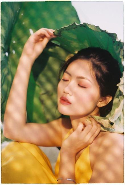 Vũ Hương Giang cho biết, một năm qua quá nhiều điều mới mẻ với cô khi phải làm quen với những áp lực chưa bao giờ gặp từ sự nổi tiếng nhưng Hoa khôi cũng nhận được nhiều ưu ái của mọi người xung quanh.