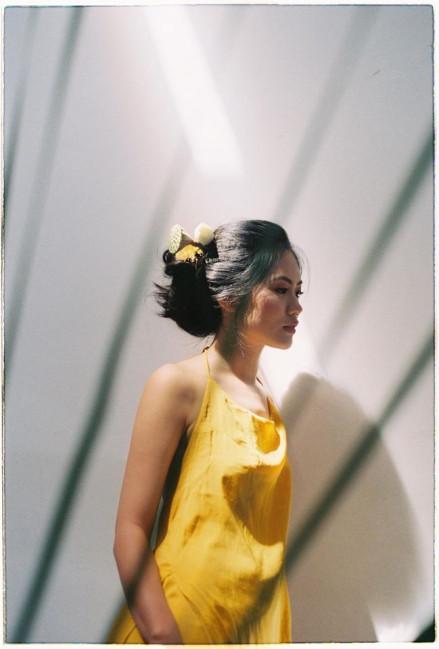 Vũ Hương Giang vừa tốt nghiệp Đại học Kinh tế Quốc dân chuyên ngành Quản trị kinh doanh quốc tế. Người đẹp cho biết, cô định đi làm 1 năm lấy kinh nghiệm rồi tiếp tục theo học Cao học.
