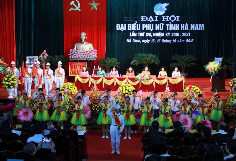 Hơn 400 đại biểu đã về dự Đại hội Đại biểu phụ nữ tỉnh Hà Nam lần thứ XVI, nhiệm kỳ 2016 - 2021, diễn ra ngày 16 và 17/10/2016