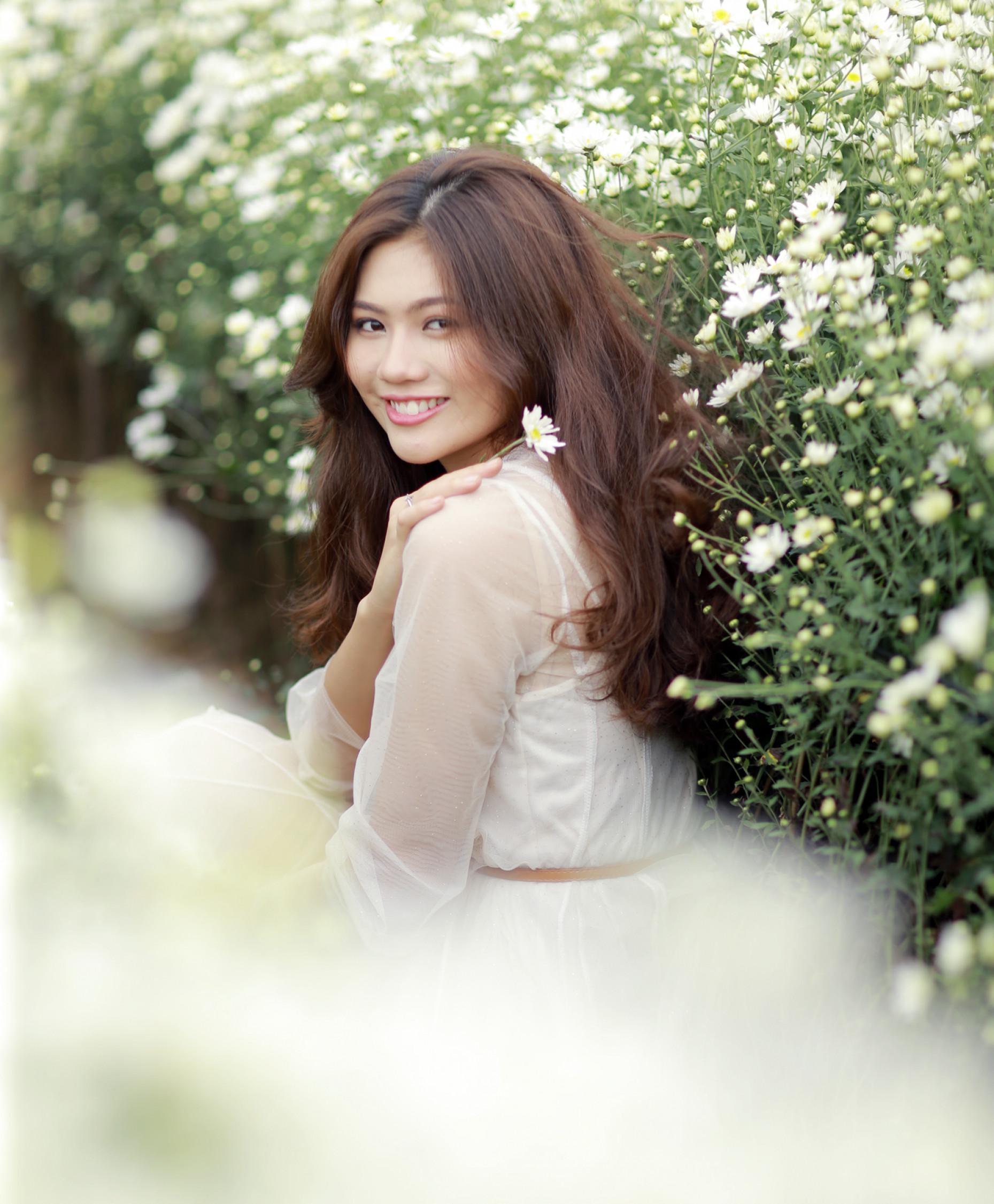 Sau 1 năm đăng quang Hoa khôi Miss Photo 2017, Vũ Hương Giang trưởng thành hơn. Cô đã làm Đại sứ Chương trình Mottainai