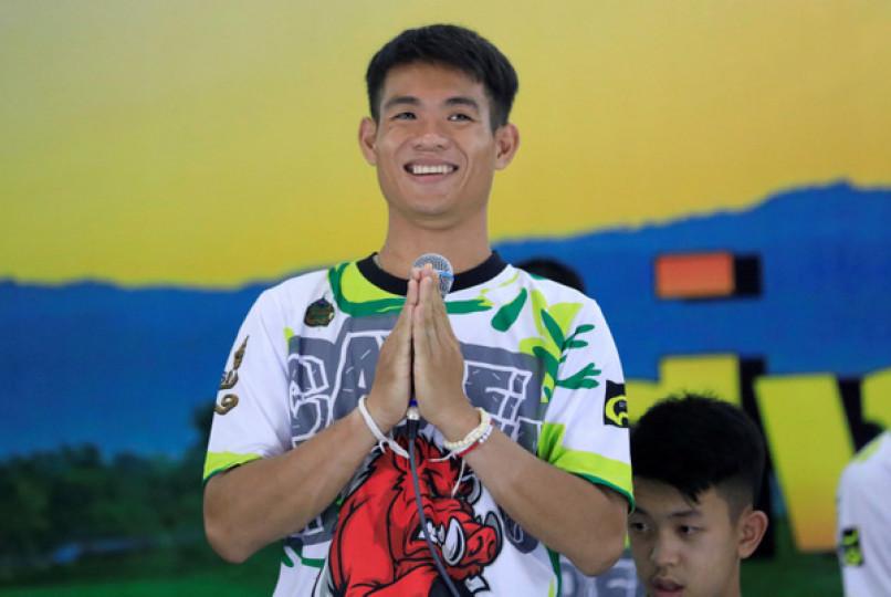 Huấn luyện viên Ekapol Chanthawong (25 tuổi) cho biết, nhóm đi sâu vào trong hang vì nghĩ đi thêm một đoạn sẽ có lối ra ở cuối hang.