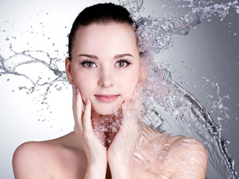 Da của bạn sẽ sạch sẽ và trắng sáng: Nước chanh sẽ thay thế các loại mỹ phẩm dưỡng da của bạn. Nó sẽ làm cho da sạch sẽ và trông rạng rỡ hơn.
