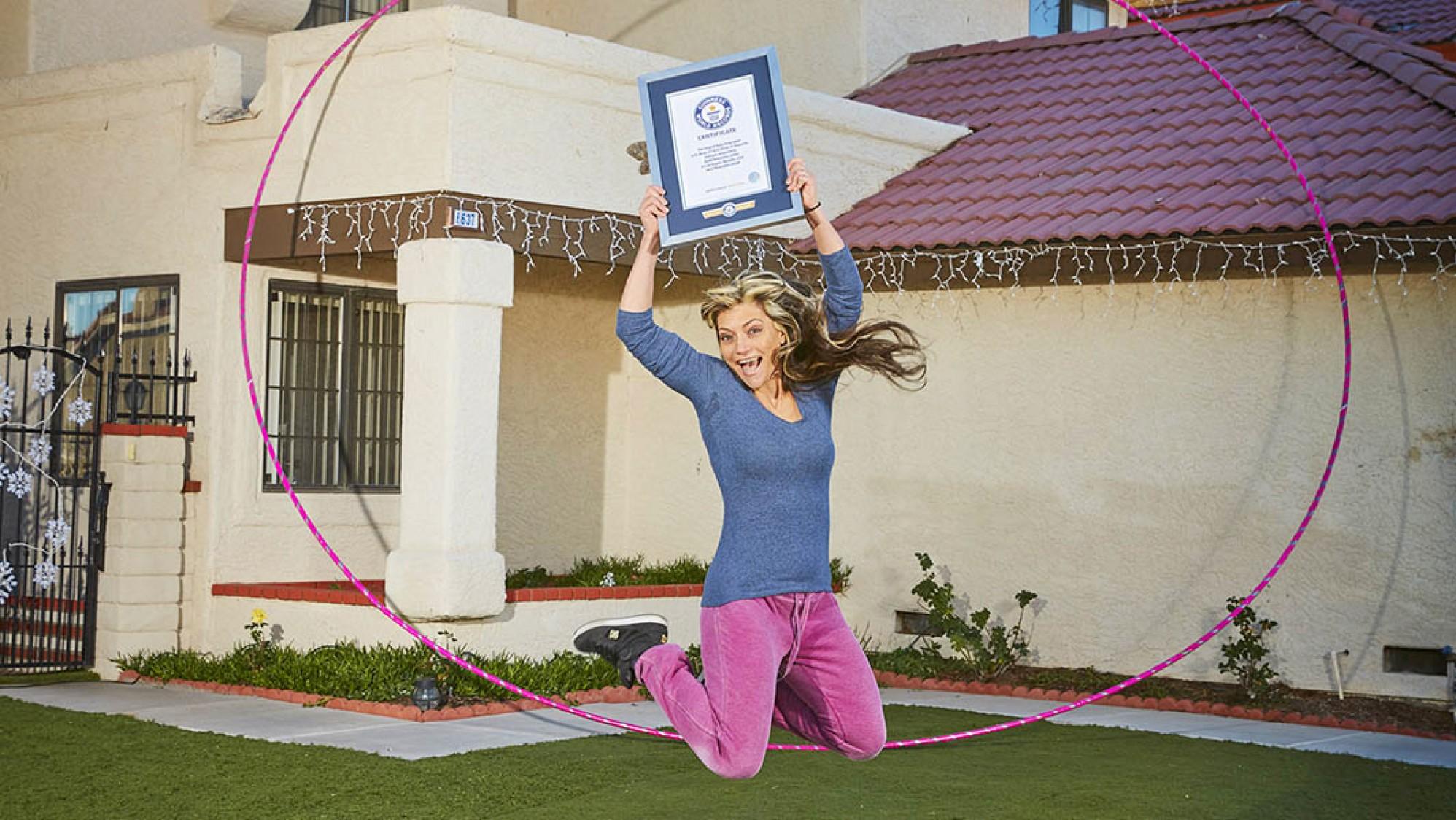 Là người hướng dẫn lắc vòng (hula hoop) chuyên nghiệp, Getti Kehayova đã quyết định đưa đam mê của mình lên một tầm cao mới đó là trở thành người lắc vòng hula hoop lớn nhất thế giới với chiếc vòng có chu vi khoảng 5,2 m.