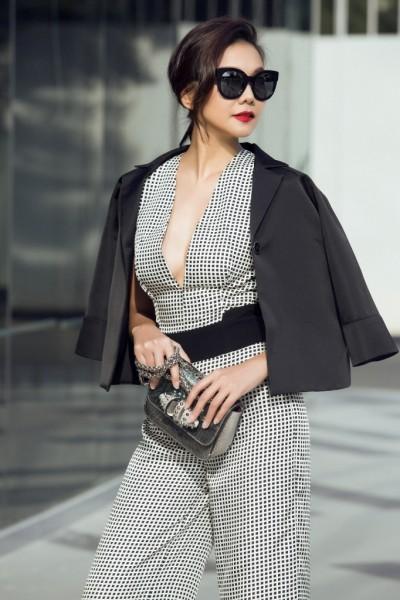 Sở hữu vóc dáng chuẩn cùng gu thẩm mỹ thời trang thời thượng, siêu mẫu Thanh Hằng luôn là gương mặt gây ấn tượng trong mỗi lần xuất hiện dù ở bất kỳ đâu.