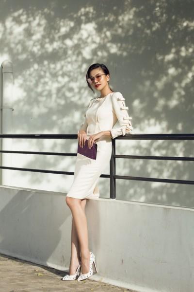 Ngoài ra, lối trang điểm hiện đại kết hợp tinh tế với phụ kiện của Thanh Hằng luôn thu hút mọi ánh nhìn.