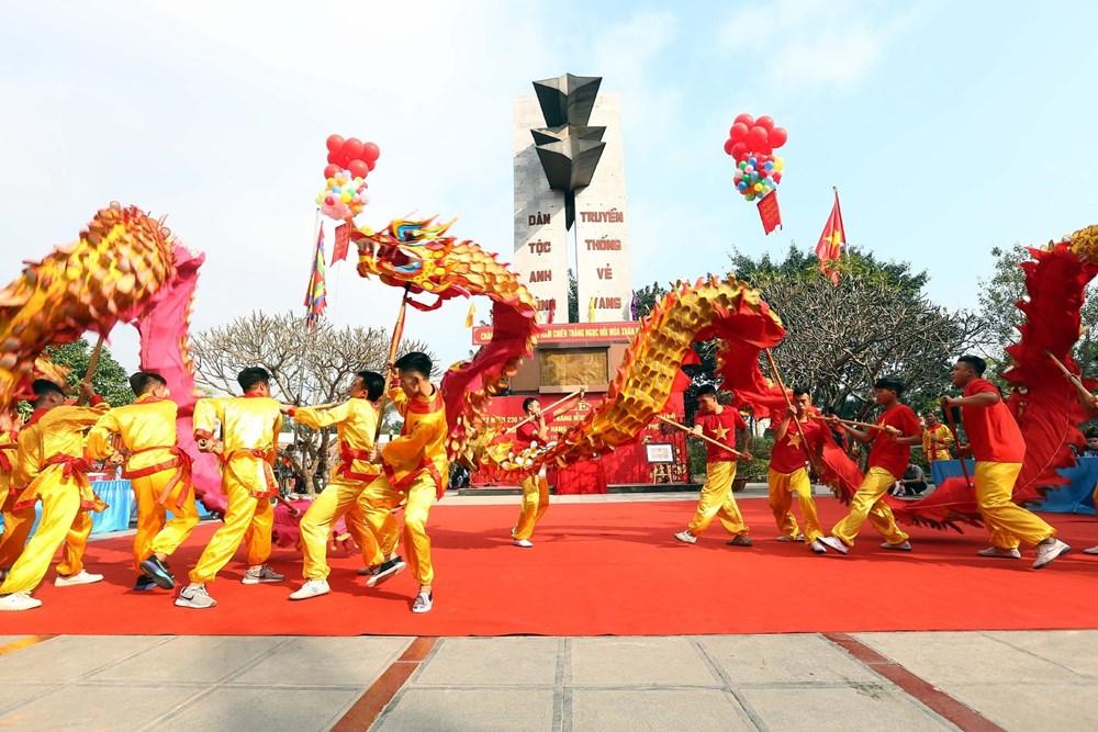 Màn biểu diễn múa Rồng tại buổi lễ. Ảnh: Danh Lam/TTXVN