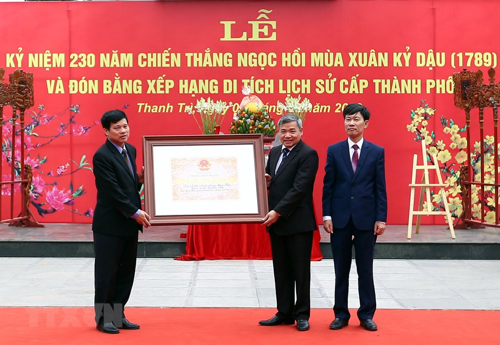 Lễ trao Bằng xếp hạng Di tích lịch sử cấp tỉnh, thành phố cho khu di tích và huyện Thanh Trì.