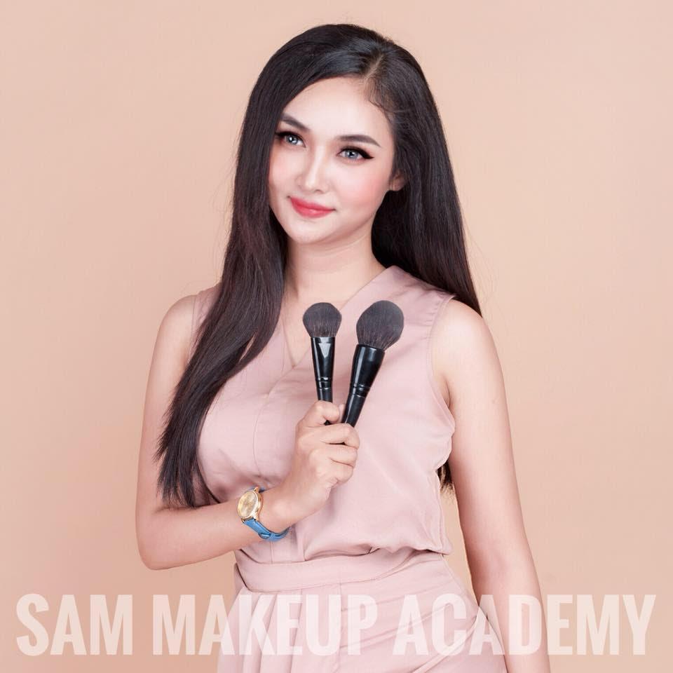 Đảm nhận việc make up cho các người mẫu trình diễn là Sam Makeup Academy chuyên gia trang điểm Nguyễn Lan Quỳnh. Cô đã trang điểm cho nhiều nghệ sĩ nổi tiếng như ca sĩ Thanh Huyền - Quán quân Bước nhảy ngàn cân, MC Mỹ Linh, MC Thùy Linh, rapper Giundra...