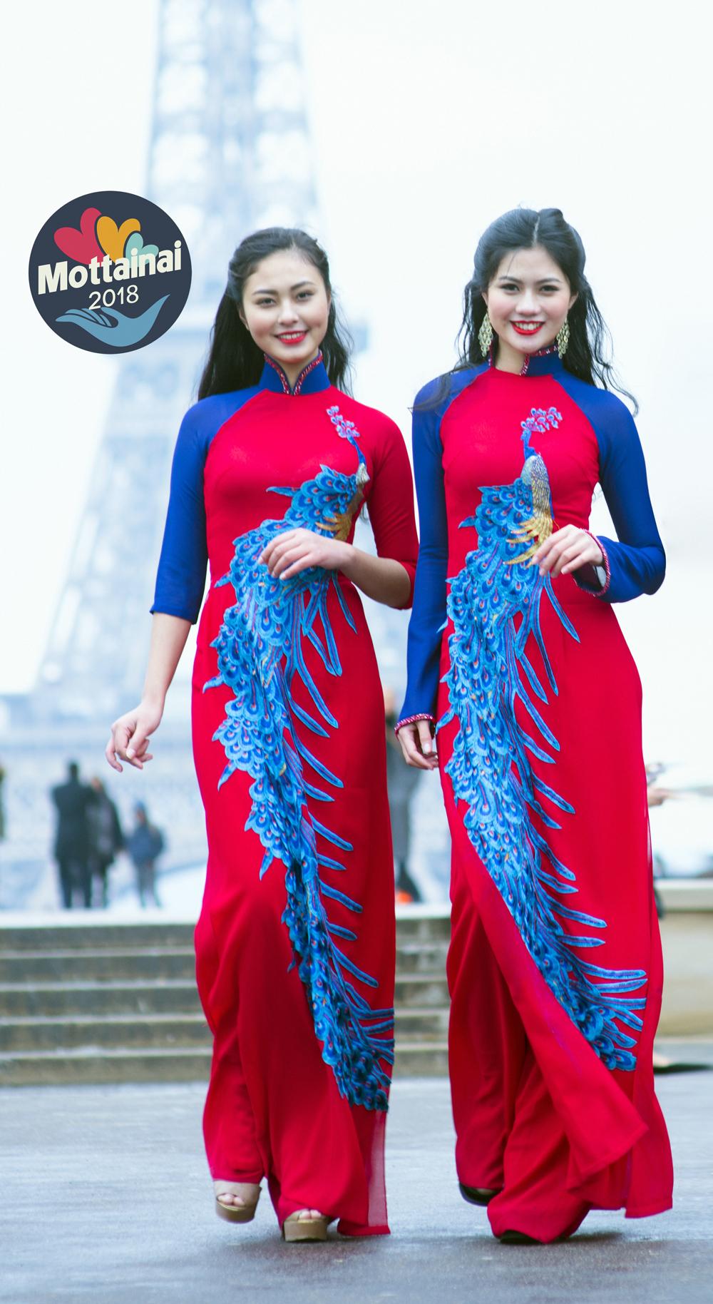Đây là lần đầu tiên top 2 Miss Photo 2017 cùng trình diễn thời trang trên sân khấu Thủ đô