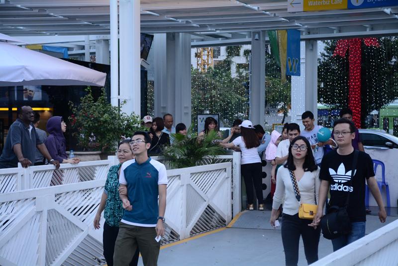 Theo chủ đầu tư, thời gian qua, mỗi ngày buýt sông phục vụ khoảng 1.000 lượt khách. Trong đó đa số là khách đi thử trải nghiệm còn khách sử dụng buýt sông để đi làm thay thế các phương tiện khác còn rất hạn chế.