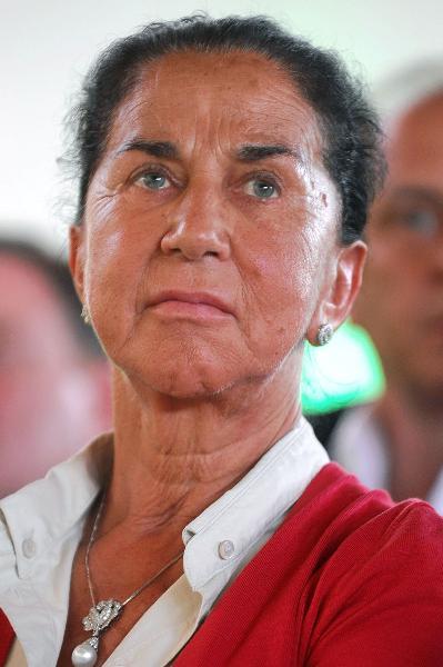 Giuliana Benetton là thành viên hội đồng quản trị của tập đoàn Edizione S.r.l và Benetton Group. Bà chịu trách nhiệm lập kế hoạch bộ sưu tập hàng dệt may len của Benetton và điều phối dòng sản phẩm. Tính đến năm 2016, bà sở hữu khối tài sản lên đến 2,8 tỷ USD. Con số này đã giúp bà có tên trong danh sách những người phụ nữ giàu nhất Thế giới ở vị trí thứ  9.