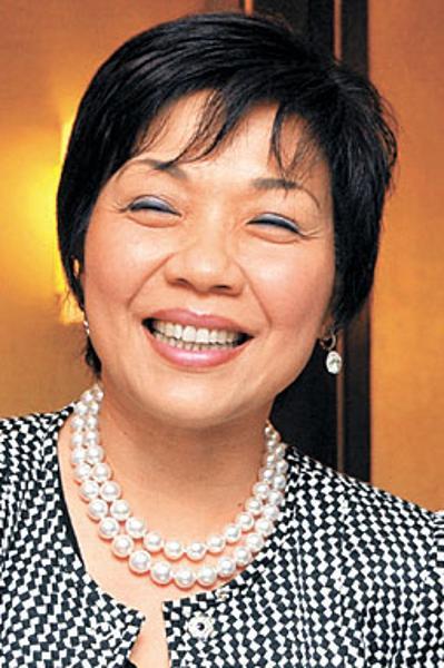 Nữ tỷ phú đến từ vùng đất cảng Hồng Kông, Pollyanna Chu giữ vị trí thứ 7 trong bảng xếp hạng này với  3,1 tỷ USD.