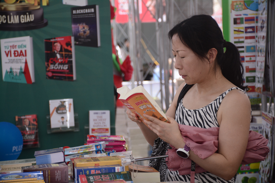 Ngoài các đơn vị trong nước,  Hội sách TP.HCM lần này còn có gian hàng của đại diện gần 40 nhà xuất bản nước ngoài đến từ nhiều nước trên thế giới.