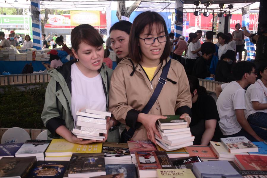 Đây là dịp đặc biệt để độc giả tìm mua cho mình được những cuốn sách mà mình yêu thích.