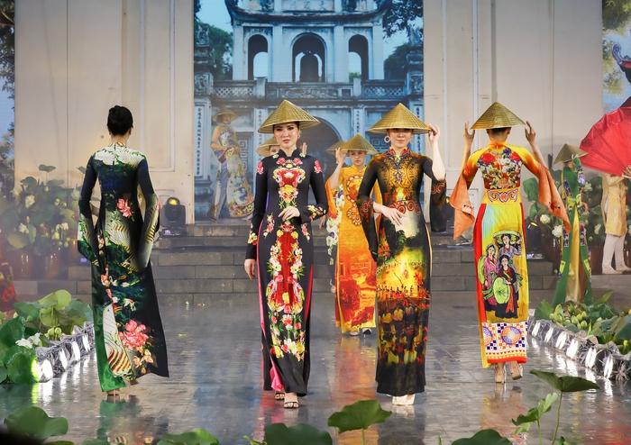 Những mẫu thiết kế  Áo dài Di sản Việt nhận được rất nhiều lời khen ngợi