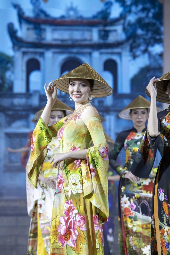 NTK Đỗ Trịnh Hoài Nam muốn quảng bá áo dài, nón lá và làng nghề truyền thống của Việt Nam với bạn bè quốc tế