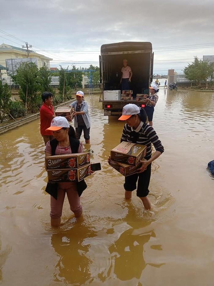 Hội LHPN các tỉnh miền Trung thăm hỏi, hỗ trợ các gia đình có người thân bị thương, bị mất do lũ - Ảnh 2.