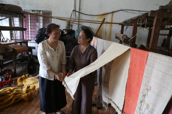 Người Việt Nam đầu tiên bắt sen nhả tơ để dệt thành khăn bán 10 triệu đồng/chiếc - Ảnh 6.
