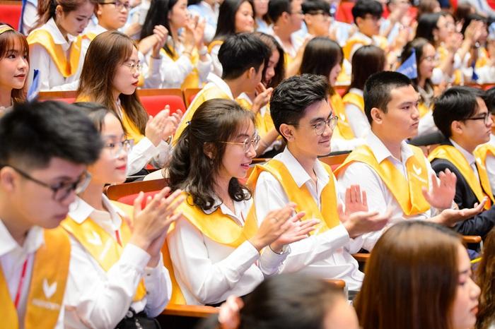 Đại học VinUni chính thức khai giảng năm học đầu tiên  - Ảnh 2.