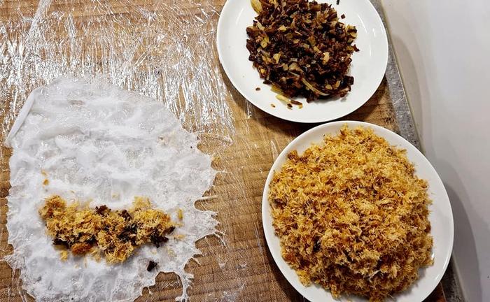 Món bánh cuốn nhân ruốc tôm, mộc nhĩ cho ngày cuối tuần thi vị  - Ảnh 3.