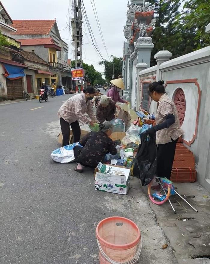 Hội LHPN tỉnh Hưng Yên ra quân tổng vệ sinh môi trường - Ảnh 1.