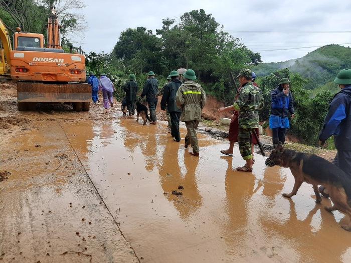 Sạt lở đất khiến 22 chiến sĩ bị vùi lấp ở Quảng Trị: Tìm thấy thi thể 2 nạn nhân - Ảnh 1.