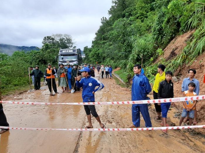 Sạt lở đất khiến 22 chiến sỹ bị vùi lấp: Đã tìm thấy thi thể 2 nạn nhân - Ảnh 2.