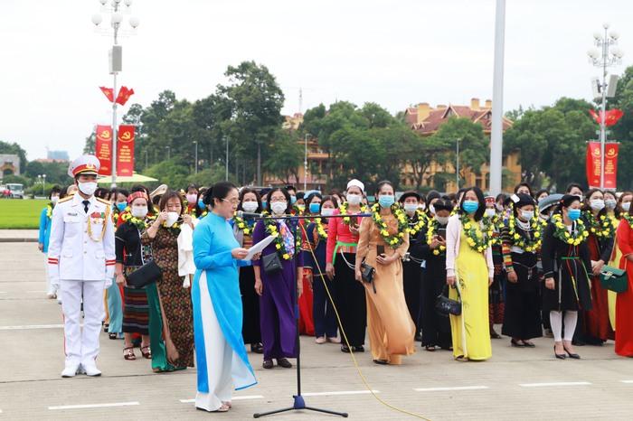 TW Hội LHPN Việt Nam làm lễ báo công dâng Bác - Ảnh 2.