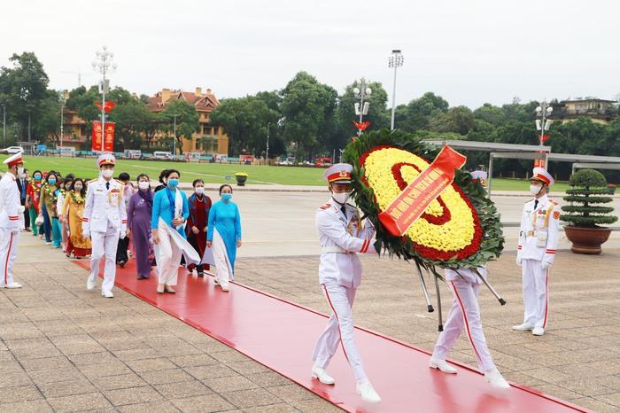TƯ Hội LHPN Việt Nam làm lễ báo công dâng Bác - Ảnh 3.