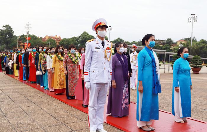 TƯ Hội LHPN Việt Nam làm lễ báo công dâng Bác - Ảnh 4.