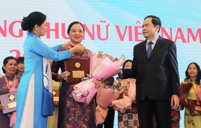 Trao Giải thưởng Phụ nữ Việt Nam năm 2020 cho 7 tập thể và 10 cá nhân  - Ảnh 6.