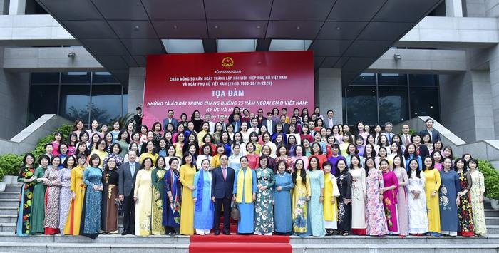 Bộ Ngoại giao kỷ niệm 90 năm thành lập Hội LHPN Việt Nam  - Ảnh 1.