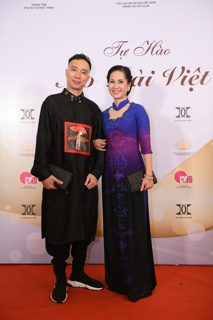 """NTK Đỗ Trịnh Hoài Nam và NSND Lan Hương tại chương trình """"Tự hào áo dài Việt"""""""