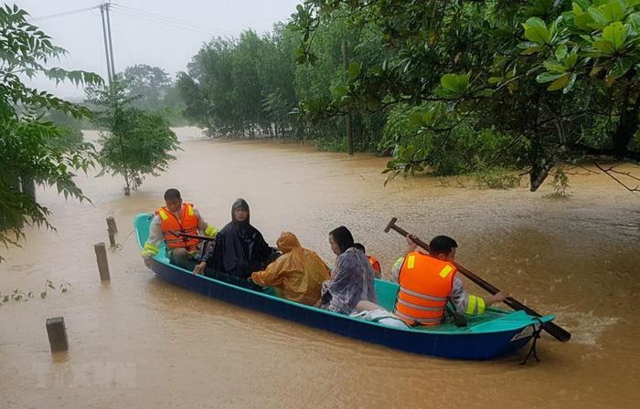 Hai tuần có 106 người chết, 27 người mất tích do mưa lũ ở miền Trung - Ảnh 1.