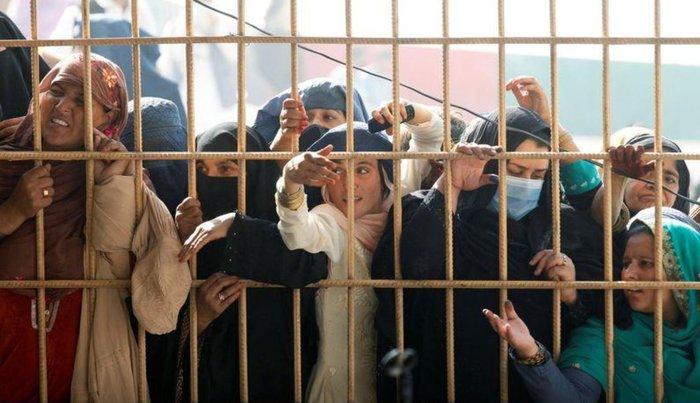 Afghanistan: Ít nhất 15 phụ nữ thiệt mạng vì bị giẫm đạp khi xin visa - Ảnh 1.